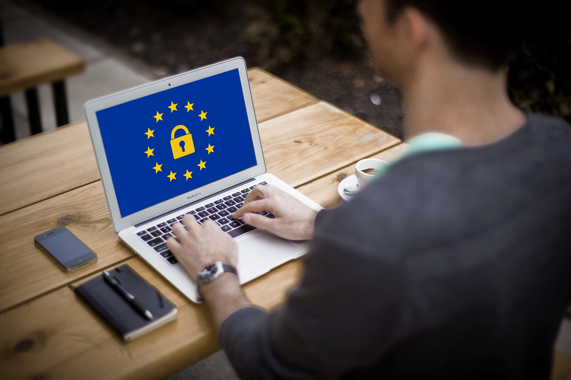 Computer with EU symbol and lock